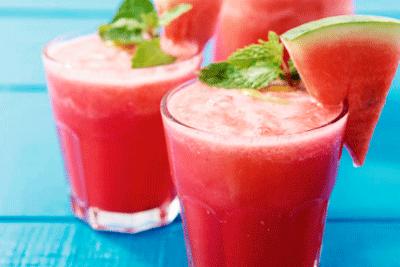 batidos-de-frutas-saludables-de-sandias-menta-helado-dietetica-online