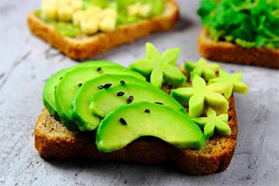 aguacate y las frutas saludables beneficiosas para el organismo